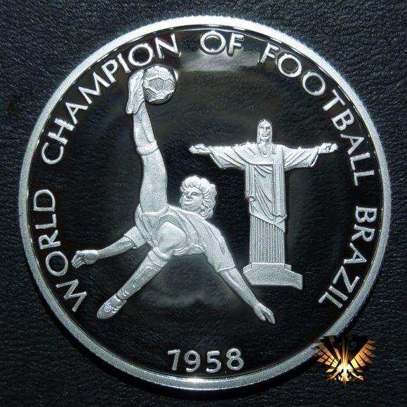 Coinart Bild der Silbermünze zu 5 Dollars. Motiv; VI FIFA Fußball Weltmeisterschaft in Schweden. Champion of Football Brazil 1958.