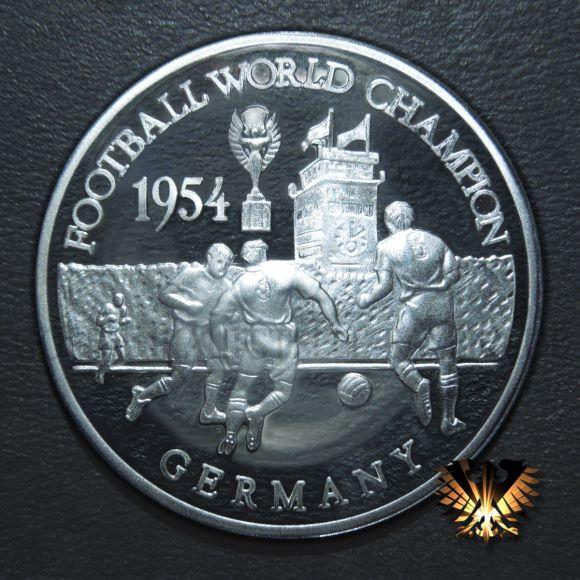 Gedenkmünze zum WM Finale Ungarn-Deutschland 1954, Wankdorf-Stadion Bern. Auf der Fußballmünze zu sehen.
