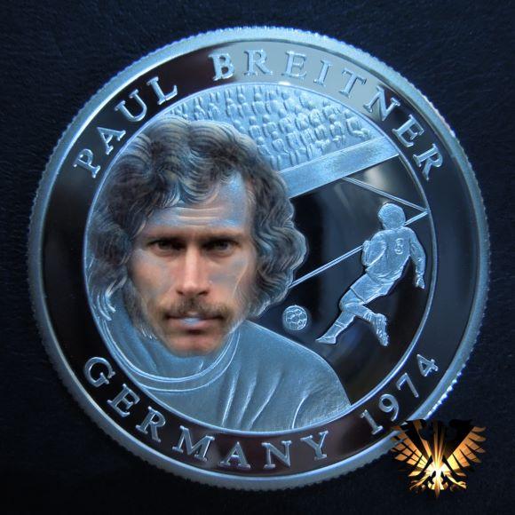 Münze zum Thema Fußball-WM 1974 in Deutschland, mit Paul Breitner auf der Gedenkmünze. Münzerngerl´s Coinart.